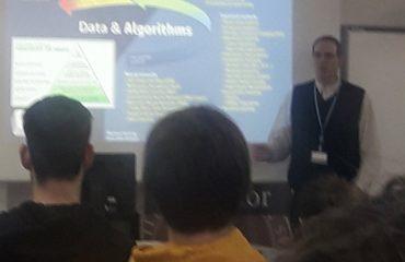Nuestro compañero Alejandro Viloria impartiendo una charla en la Universidad de Burgos