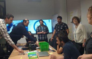 Nuestros compañeros nos dan un interesante taller de SCRUM con legos