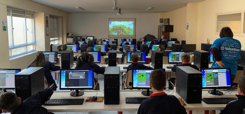 Visitamos distintos centros educativos para impartir talleres sobre programación